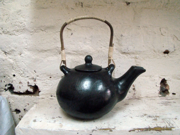 Black kettle pottery, India