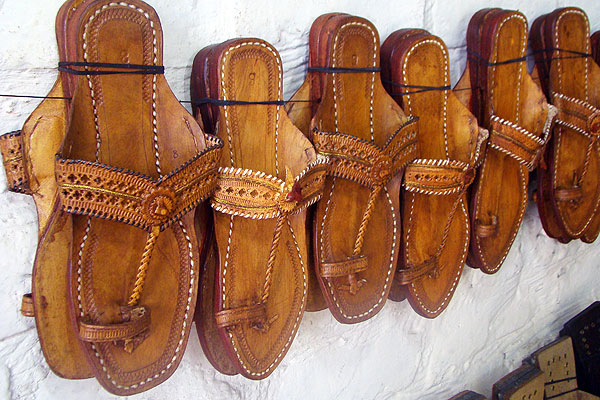 Kolhapuri Chappals made of leather belong to Maharashtra
